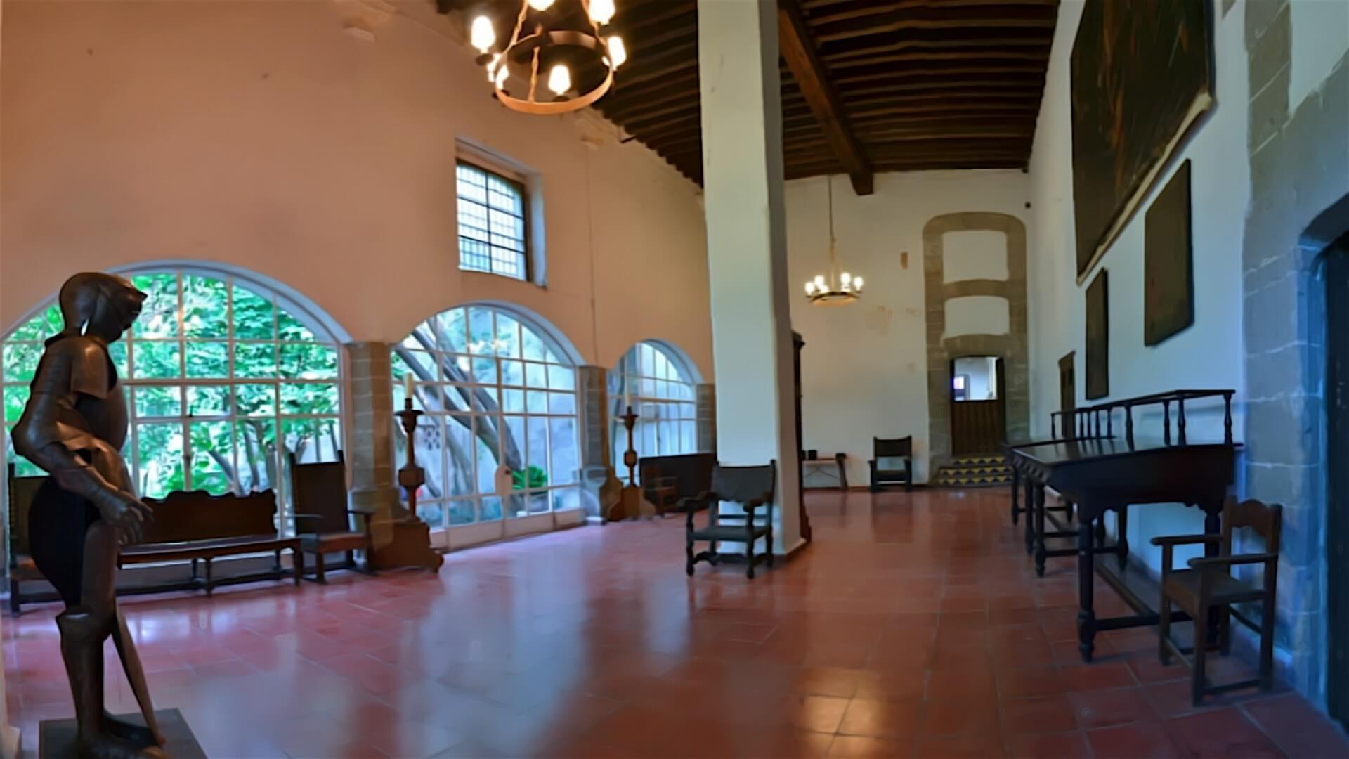 Salón Armaduras Museo Hacienda de Santa Mónica